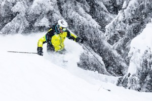 Skiing in powder requires excellent motor skills - Credit - Alasdair Monney